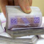 Рівненські правоохоронці викрили жінку, котра завдала одному з банків міста збитків на суму 360 тисяч гривень.
