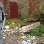 """""""Санком"""" просить рівнян повідомляти про невивезене працівниками ЖКП габаритне сміття"""