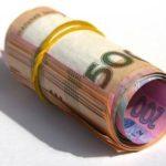 На Рівненщині пенсіонерка обміняла всі заощадження на сувенірні папірці