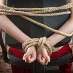 На Рівненщині невідомі вдерлися до будинку, зв'язали жінку та обікрали