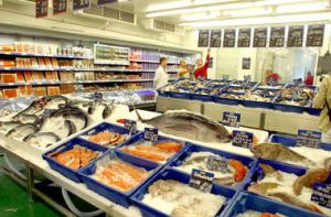 """Рівнянку спіймали на крадіжці """"червоної риби"""" у супермаркеті"""