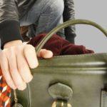 На Рівненщині юнаки попросили їсти у пенсіонерки, а самі поцупили гроші