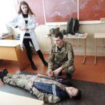 На Рівненщині військові провели для школярів майстер-клас з тактичної медицини та дій в екстремальних умовах