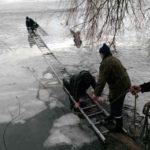 На Рівненщині двоє рибалок провалилися під лід