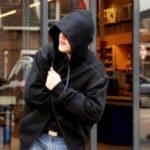 У вихідні зловмисники намагалися скоїти крадіжки в торговельних закладах Рівного