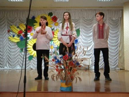 На Рівненщині діти заспівали жестовою мовою про героїв