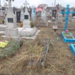 На Рівненщині у парку поліцейські затримали чоловіка з надгробним хрестом