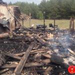 На Рівненщині через пожежу в господарчій будівлі міг згоріти автомобіль