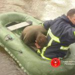На Рівненщині співробітники ДСНС врятували чоловіка, що випадково впав у річку
