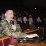 Львівські курсанти розповіли з рівненським школярам чому і заради чого обрали офіцерські погони