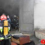 У Рівному під час ліквідації пожежі у підсобному приміщенні, вогнеборці не допустили знищення вогнем двох тракторів «МТЗ-80»