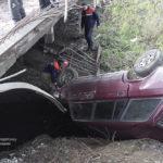У Рівненському районі легковий автомобіль злетів з мосту