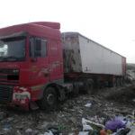 Поліцейські на «гарячому» застали водія, який вивантажував львівське  сміття у Дубно