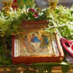 Чому Трійця – день народження Церкви, і навіщо прикрашати зеленню будинки і храми?