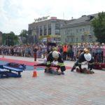 На День молоді рятувальники організували для рівнян незабутнє та видовищне шоу у форматі світових змагань «Firefighter Combat Challenge»