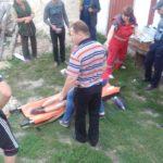На Рівненщині рятувальники витягнули з семиметрового колодязя чоловіка, якого засипало землею