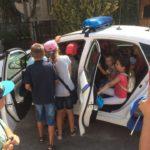 За кермо поліцейського автомобіля сіли діти