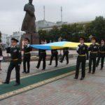 На головному майдані Рівненщини урочисто підняли синьо-жовтий стяг