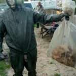 На Рівненщині, щоб позбутися агресивно налаштованих шершнів, чоловіку довелось викликати рятувальників