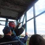 У Рівному балконну раму вирвало поривами вітру