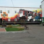 У Рівному митець у стилі стрит-арт розписав на пожежну тематику стіну