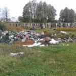 Побутове та будівельне сміття викинули на… кладовищі