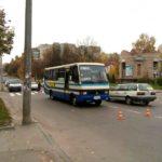 Підлітка, якого збив автобус, без свідомості госпіталізували у лікарню