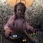 У Рівному 10-річна ді-джейка планує проводити дитячі дискотеки