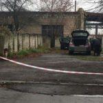Поліцейські перевіряють інформацію про замінований автомобіль біля Рівненського аеропорту