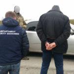 Затримали начальника відділу Березнівського відділу Сарненської місцевої прокуратури Рівненської області за одержання хабара в розмірі 2 500 доларів США