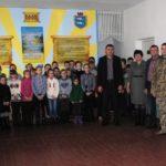 Найвіддаленіші школи Рівненщини відвідали військові аби подякувати дятям