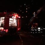 У Рівному під час пожежі у багатоквартирному будинку вогнеборці виявили тіло чоловіка (відео)