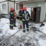 У Рівному під час пожежі рятувальники евакуювали більше 30-ти мешканців дев'ятиповерхівки