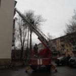 У Рівному рятувальники  відкрили квартиру в якій знаходилась важкохвора жінка (ВІДЕО)