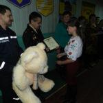 На Рівненщині рятувальники нагородили мужню дівчинку-рятівницю
