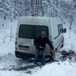 На Рівненщині рятувальники відбуксирували з кювету автомобіль (ВІДЕО)