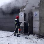 Поблизу Рівного горіли гаражі, вогнем знищено автомобіль