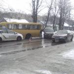 На Грушевського у ДТП потрапила маршрутка