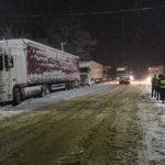 Із снігового полону рівненські рятувальники визволили півсотні вантажівок