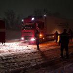 У Рівненському районі у снігову пастку потрапило 7 вантажівок