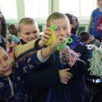 У школі-інтернаті для дітей провели майстер-клас з виготовлення іграшок