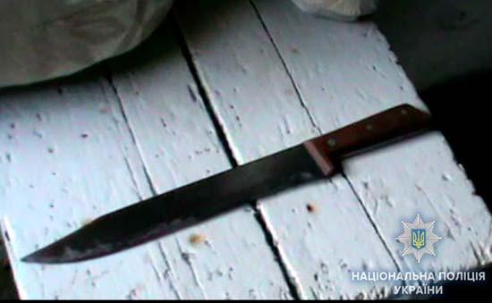 На Рівненщині зловмисник напав з ножем на пенсіонерку