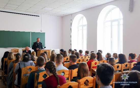 Очільник Нацполіції зустрівся зі студентами Острозької академії