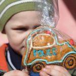 У Великодні дні поліцейські передали дітям Рівненщини печиво від Матвійка