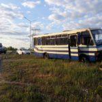 У Рівному пасажирський автобус зіткнувся з дорожнім відбійником