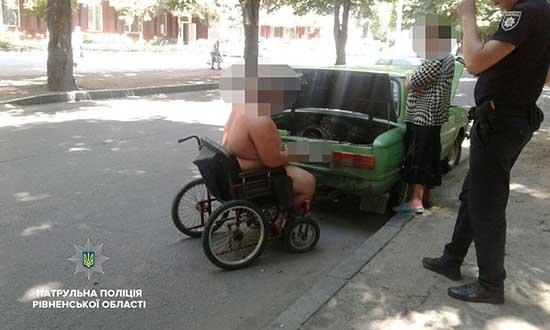 Чоловік змушений був заночувати з дружиною просто на вулиці