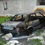 Чоловік намагався загасити палаючу автівку і отримав опіки