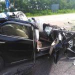 У ДТП потрапили вантажівка та легковик, постраждалого довелось деблокувати з автівки