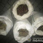 На Рівненщині поліцейські у «BMW» виявили понад 90 кілограмів бурштину-сирцю