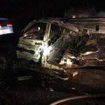 Автомобіль, який зіткнувся з відбійником, згорів